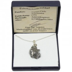Meteorit feros cu lantisor de argint